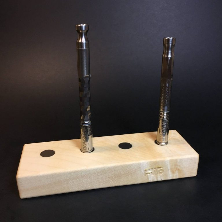 MAGNET STAND - MAPLE - HOLDS X4