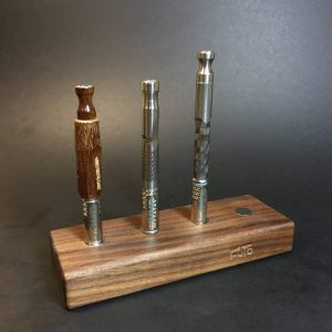 MAGNET STAND - WALNUT - HOLDS X4