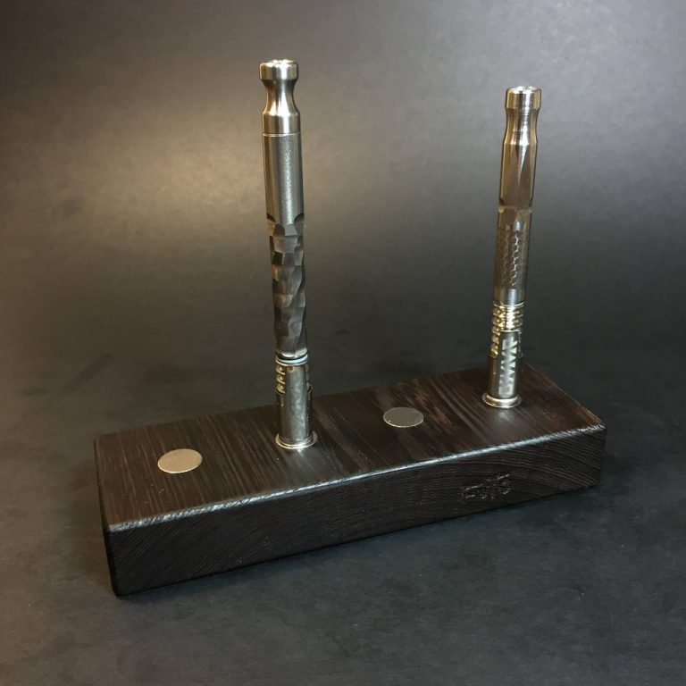 MAGNET STAND - WENGE - HOLDS X4